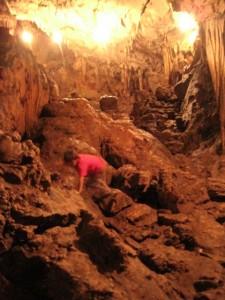 climbing-languin-cave
