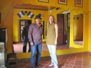 instructor-me-salsa-school-antigua-guatemala