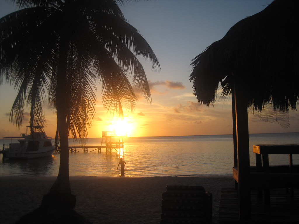 Fun Facts About Honduras - Sunset in roatan