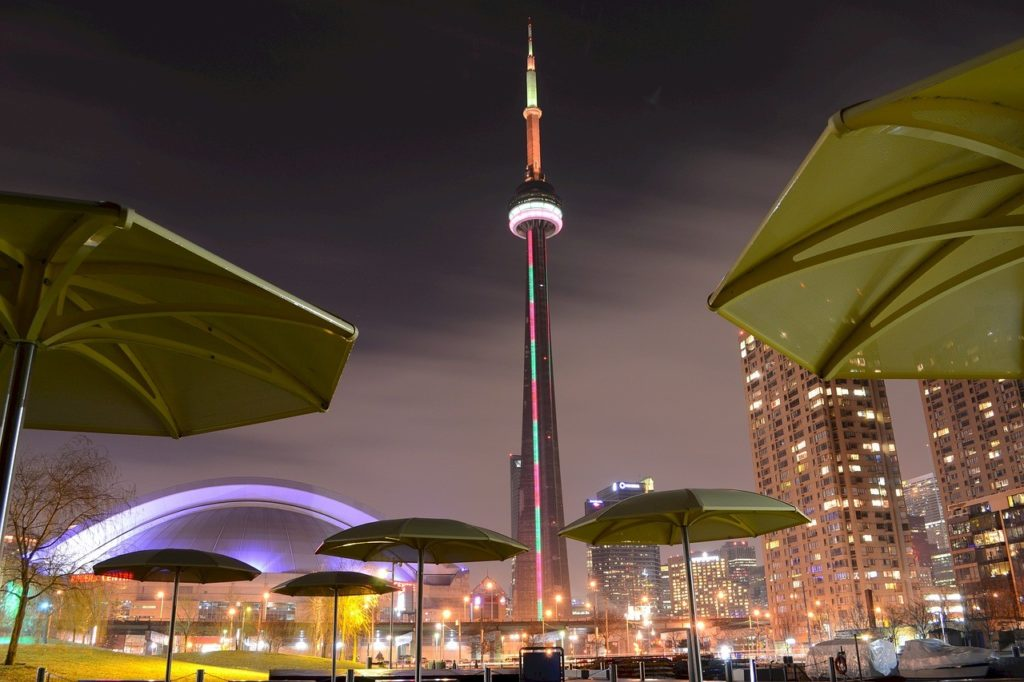 6 of the Most Amazing Things To Do In Toronto, Canada - CN tower