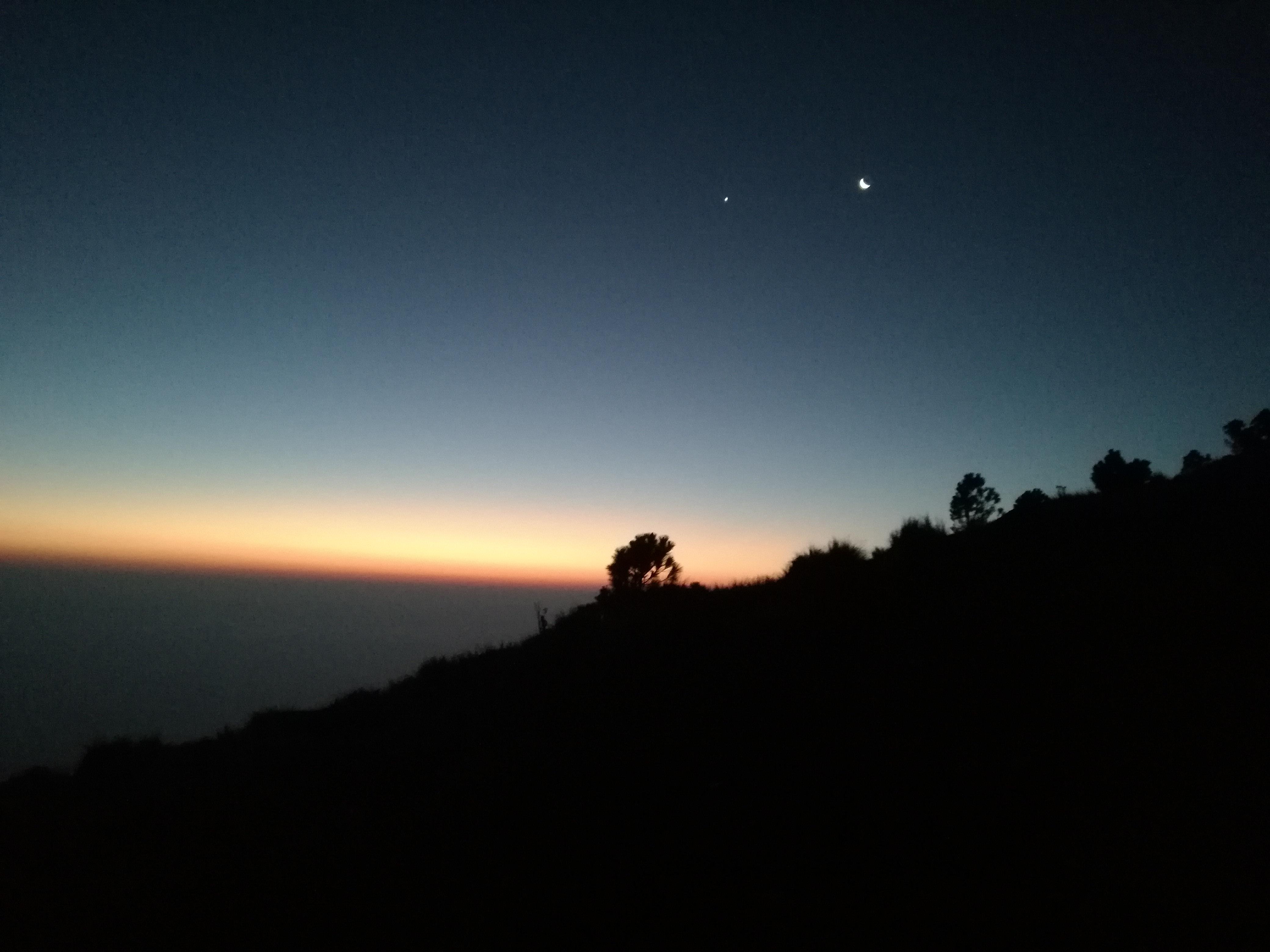 acatenango volcano hike - sun rising