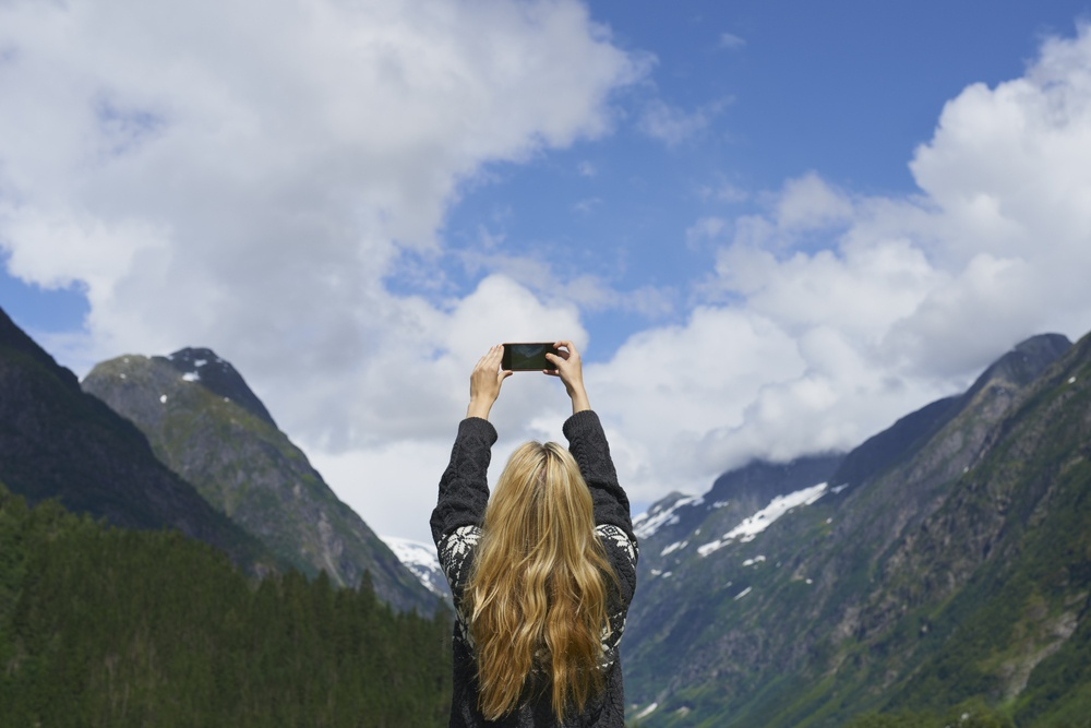 Travel Tips - Why It's Good To Avoid Social Media When Traveling
