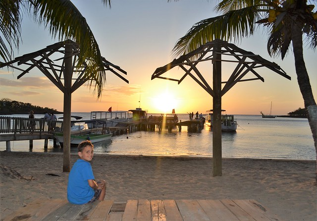 honnduras travel - roatan sunset