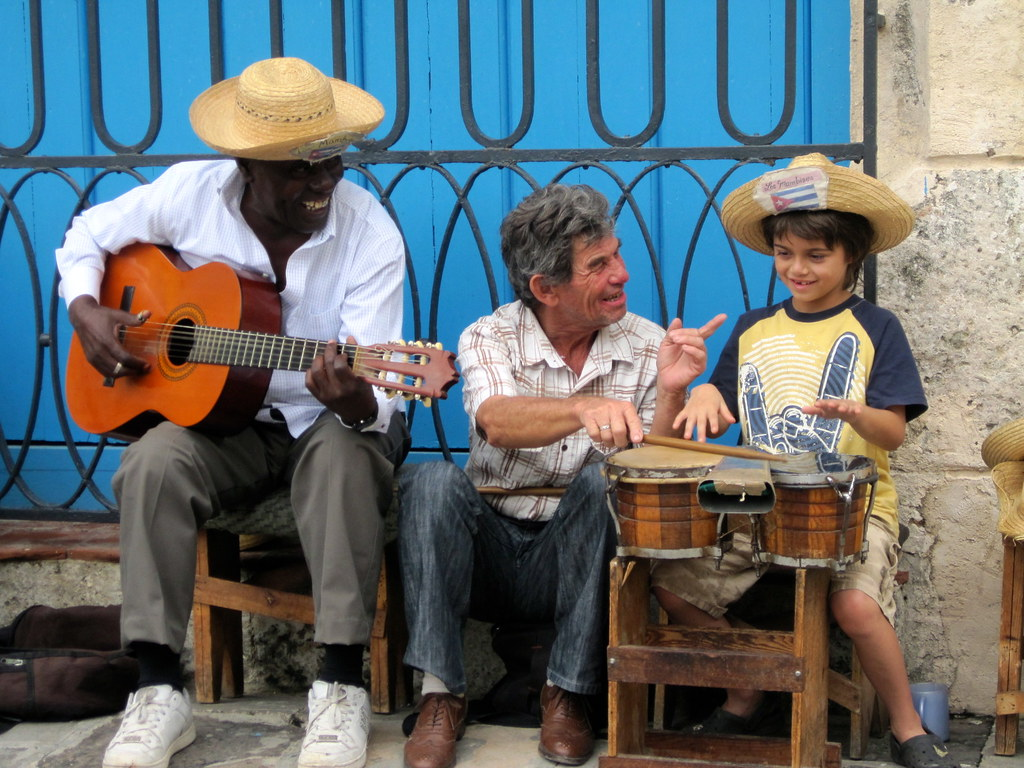Musical Instruments of Latin America - El Tres
