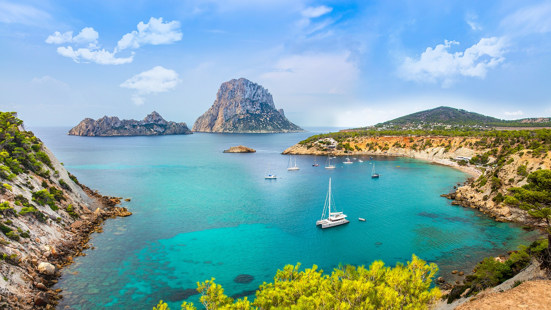Best Things to Do in Ibiza - With Yachts and Catamarans