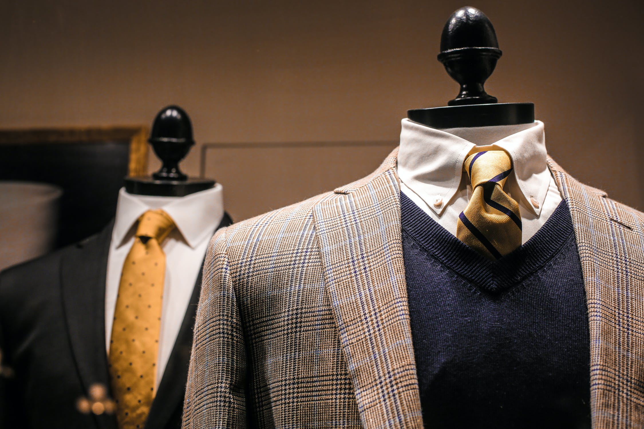 The Benefits of Wearing Custom Suits for Men