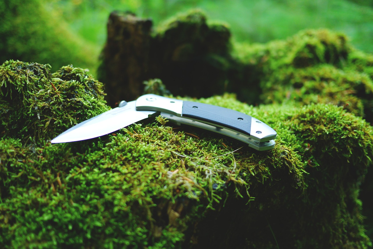 Finding the Best OTF Pocket Knife